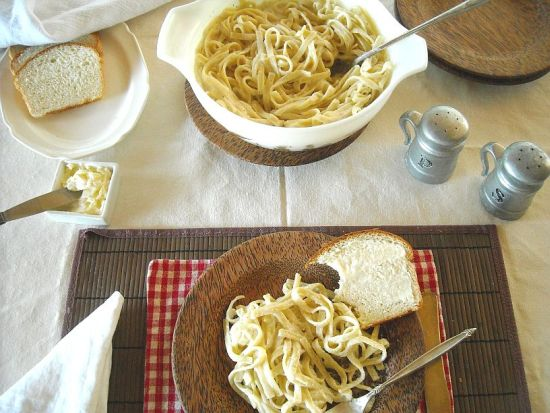 How to make homemade alfredo sauce, skinny alfredo sauce, easy homemade alfredo sauce