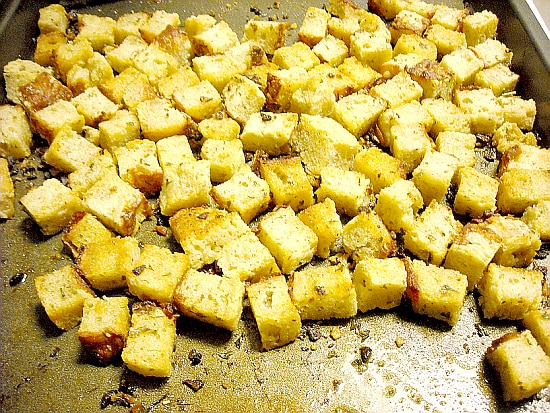 How to Make Croutons, Homemade Croutons, Homemade Seasoned Croutons, Crouton Recipe