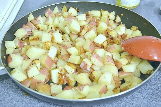 This easy Garlic Potatoes recipe only has 2 ingredients plus the spices. It is easy to make and guaranteed to become a family favorite side dish recipe via flouronmyface.com