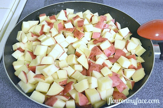 Homestyle Garlic Potatoes recipe via flouronmyface.com