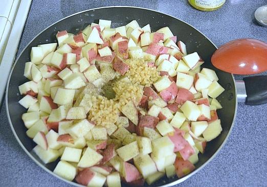 Easy Skillet Garlic Potatoes recipe via flouronmyface.com