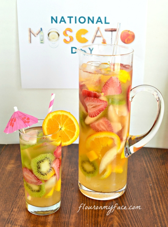 Gallo White Moscato Sangria recipe for #MoscatoDay via flouronmyface.com