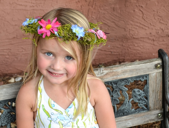 Plan your Woodland Fairy Party and make these DIY Fairy Crowns via flouronmyface.com
