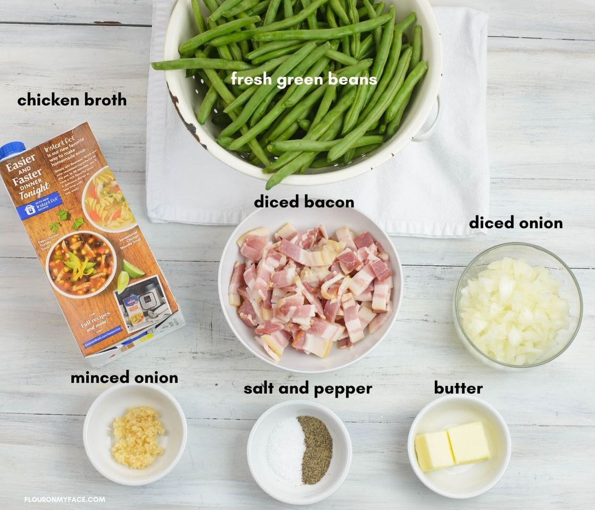 Green beans with bacon ingredients in individual bowls.