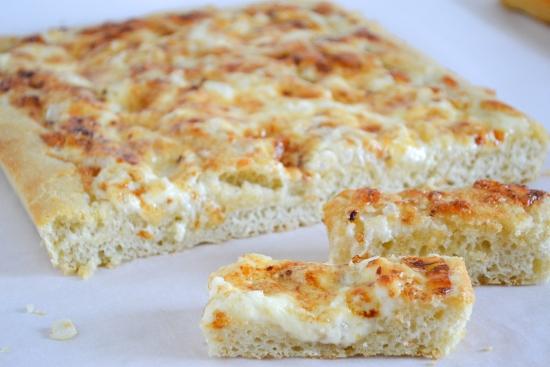 cheddar bread stick recipe, focaccia appetizer, onion cheddar spread, #SundaySupper