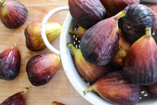 fresh brown turkey figs make a delicious Fig Preserves. Get canning with those plump sweet fresh figs via flouronmyface.com