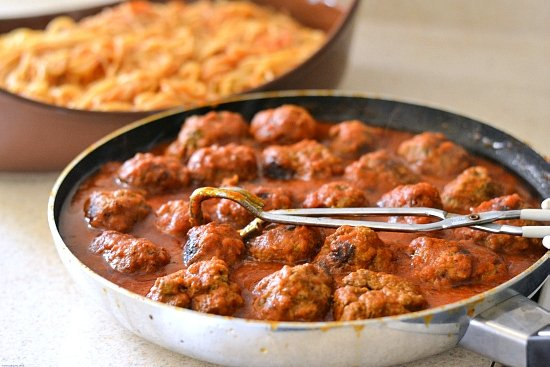 step by step baked spaghetti recipe, baked spaghetti, meatballs, homemade meatball recipe