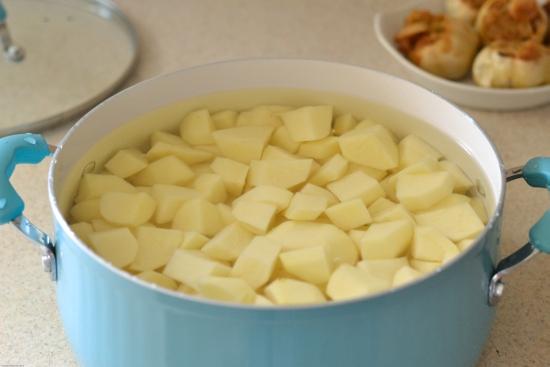 peeling potatoes, mashed potatoe recipes, garlic mashed potatoes recipe, Farberware Cookware,