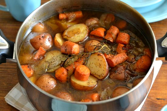 dutch oven roasted pot roast, slow roasting a pot roast, easy holiday meals, holiday menu plans, Farberware cookware