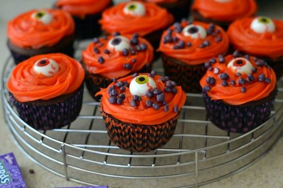 #Shop, #Treats4All, Easy Halloween Cupckaes, Easy Eyeball Cupcakes, Eyeball cupcakes