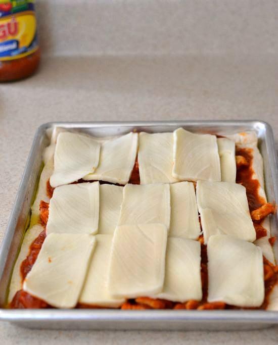 Making-Chicken-Pizza