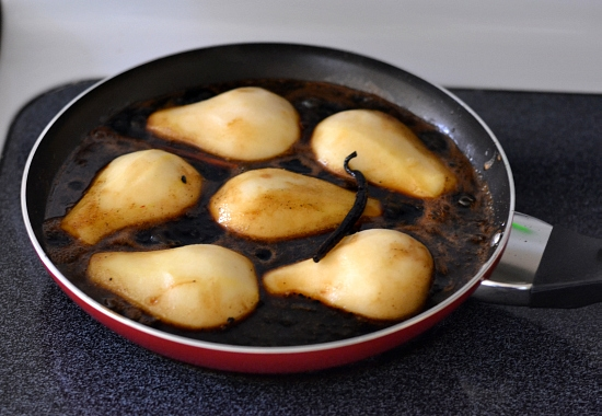 How to poach pears, Balsamic Poached Pears, cinnamon,