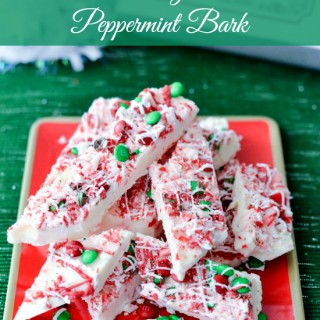 Easy Christmas Peppermint Bark recipe via flouronmyface.com