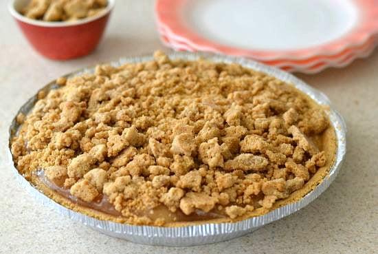 homemade crumb topping, cinnamon crumb topping, apple pie crumb topping, Frozen apple pie recipe, easy apple pie recipe