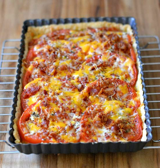 Easy Tomato Tart Recipe via flouronmyface.com