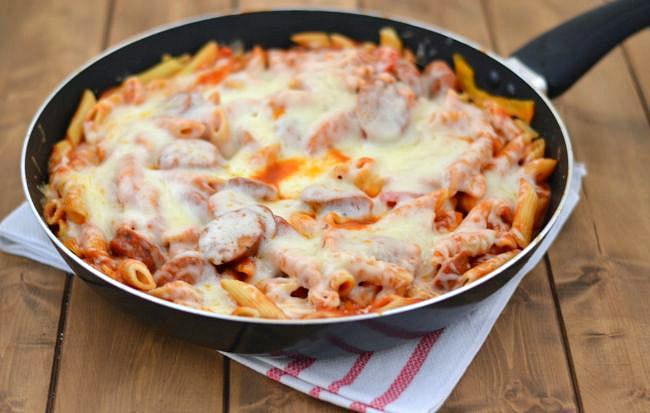 Easy Skillet Pasta recipe via flouronmyface.com