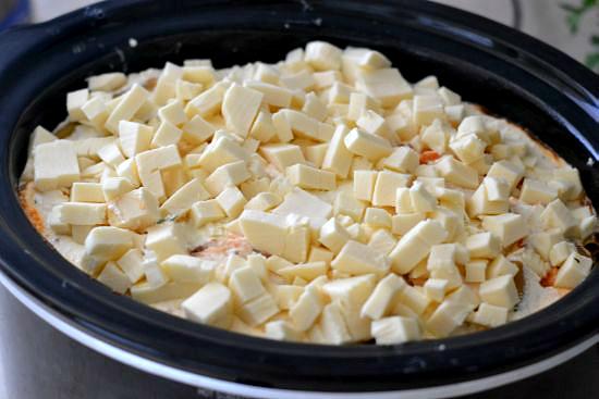 How to make Baked Ziti in a crock pot via flouronmyface.com