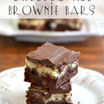Bring the best of two worlds together with these Cheesecake Brownie Bars via flouronmyface.com
