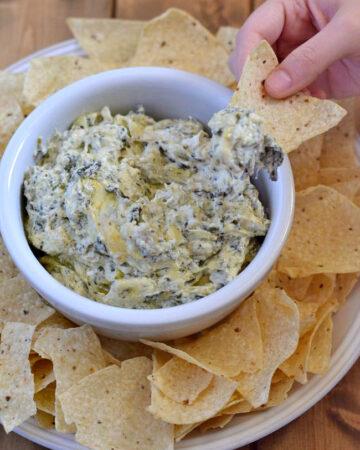 Hot Artichoke and Spinach Dip recipe via flouronmyface.com