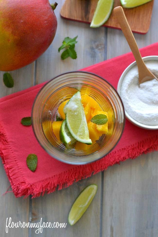 How to make a Mango Mojito via flouronmyface.com