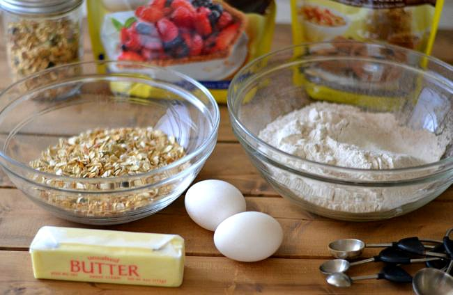 Oatmeal Granola Breakfast Muffin recipe ingredients via flouronmyface.com #SplendaSweeties #SweetSwaps