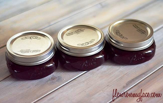 Cherry Marmalade would make a delicious homemade holiday gift via flouronmyface.com