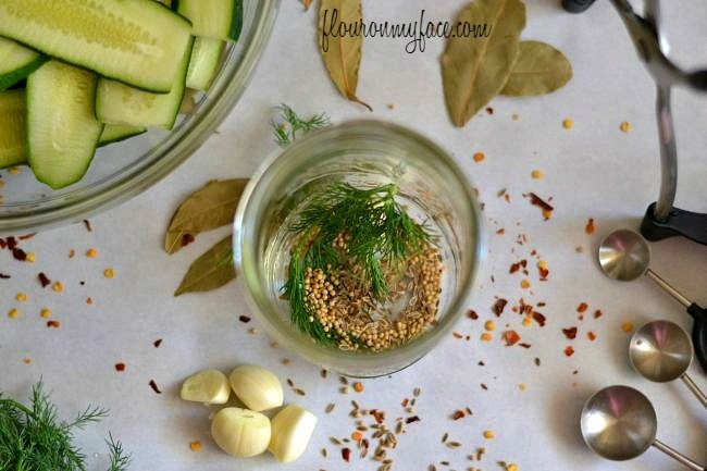 Making Kosher Dill Pickles via flouronmyface.com