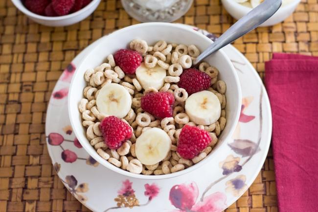 Cheerioes with fruit via flouronmyface.com #shop