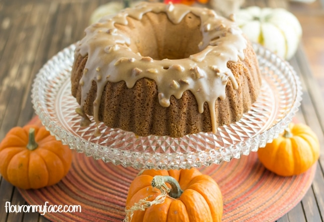 Pumpkin Pecan Bundt Cake with Caramel Pecan Icing recipe for #SundaySuppers Fall Flavors via flouronmyface.com