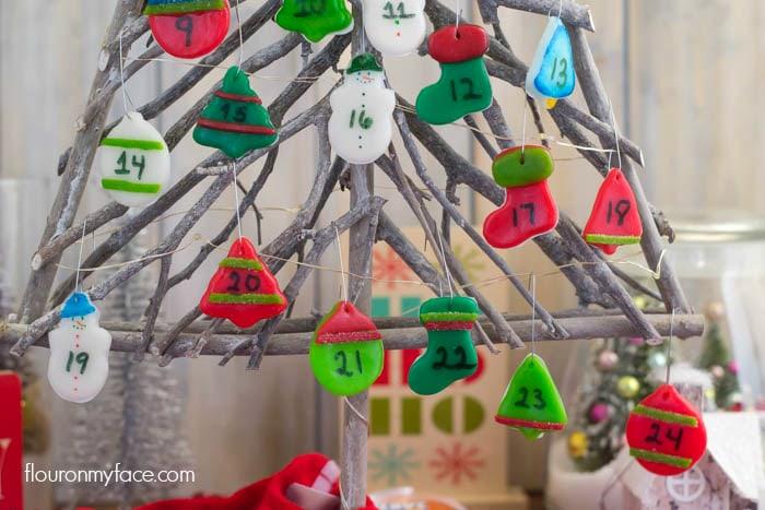 Airheads Advent Calendar via flouronmyface.com #AirheadsCrafts