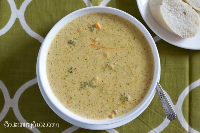 Crock Pot Broccoli Cheddar Soup recipe tastes just liek Panera Breads Broccoli SOup recipe via flouronmyface.com