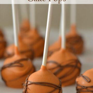 Pumpkin Spice Cake Pops via flouronmyface.com
