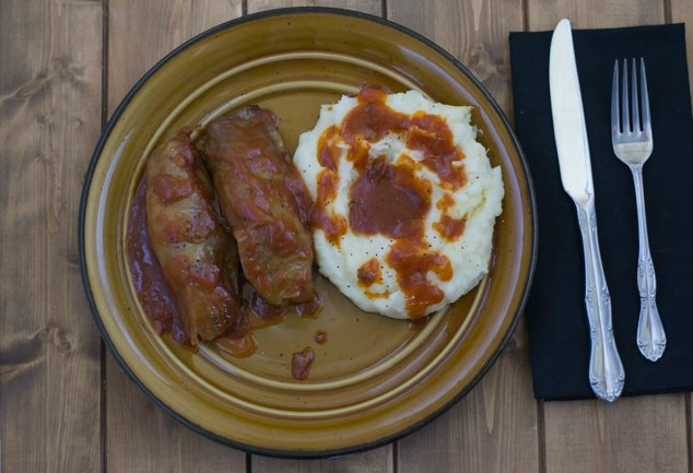 Crock Pot Stuffed Cabbage Rolls just like mom made via flouronmyface.com