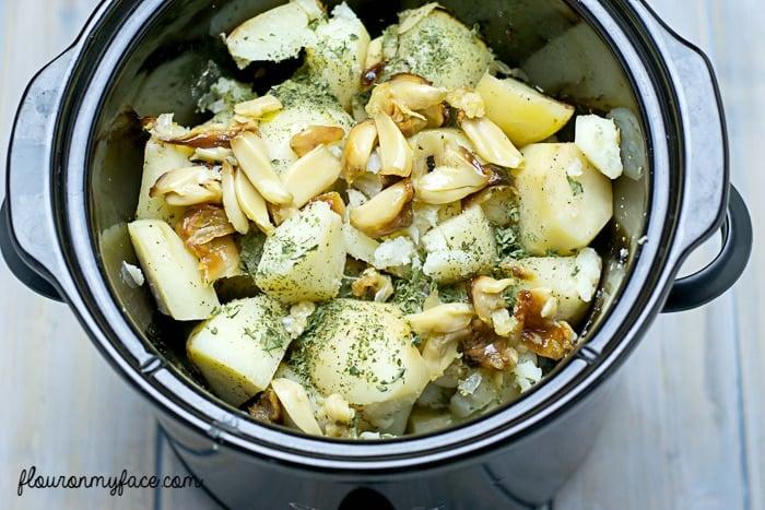 Crock Pot Roasted Garlic Mashed Potatoes recipe via flouronmyface.com