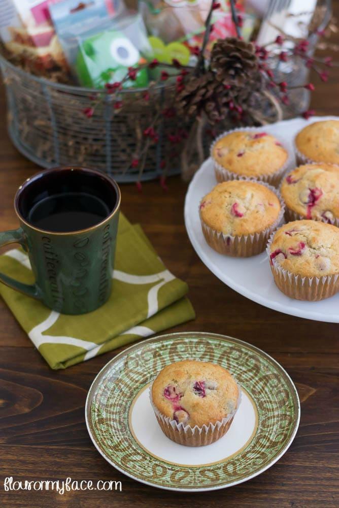 DIY Muffin Bakign Gift Basket via flouronmyface.com