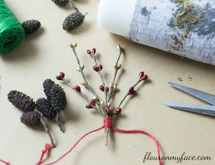 DIY Christmas Candle tutorial via flouronmyface.com