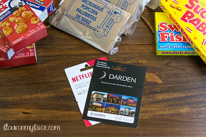 Gift Card Mall Gift Basket Ideas via flouronmyface.com