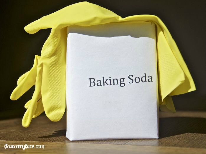 How to clean with baking soda via flouronmyface.com