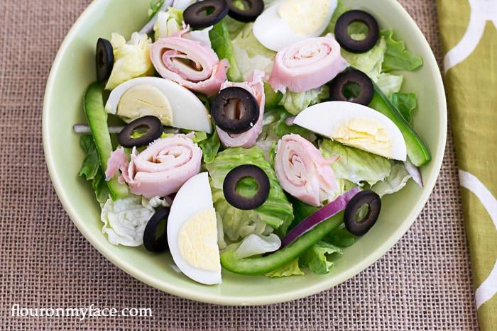 Chef;s Salad recipe via flouronmyface.com