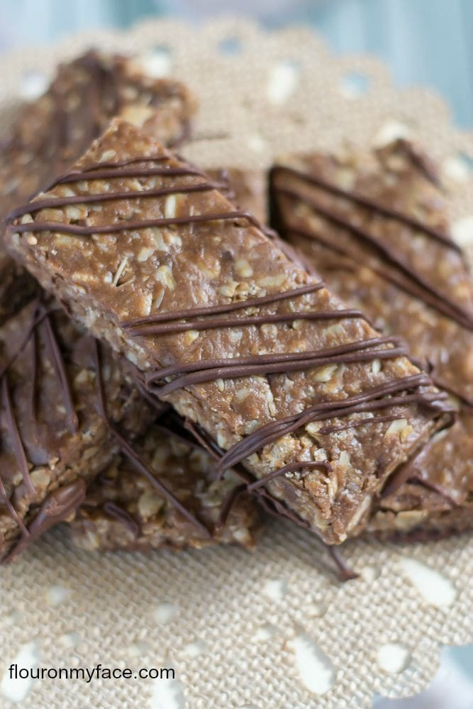 Homemade Peanut Butter and CHocolate Chip Breakfast Bars recipe via flouronmyface.com
