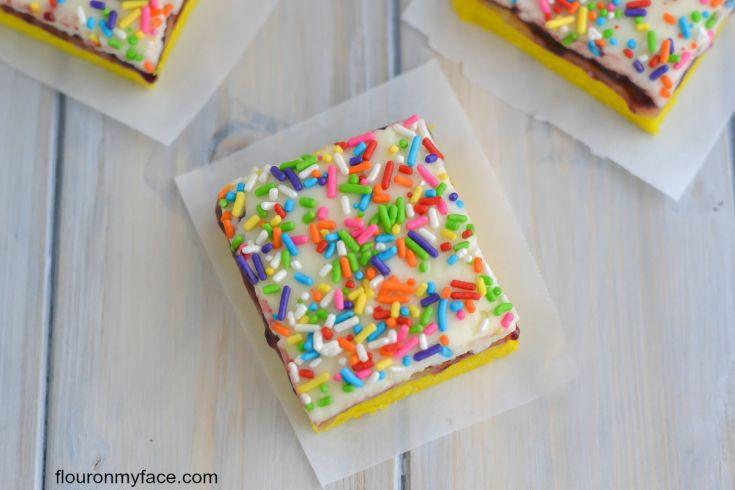 Lemon Cake Bar recipe via flouronmyface.com