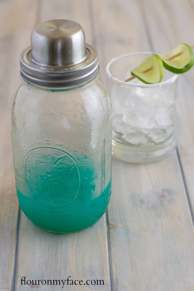 Using a Mason Jar Cocktail Shaker to make a Blue Devil Cocktail recipe #ad via flouronmyface.com