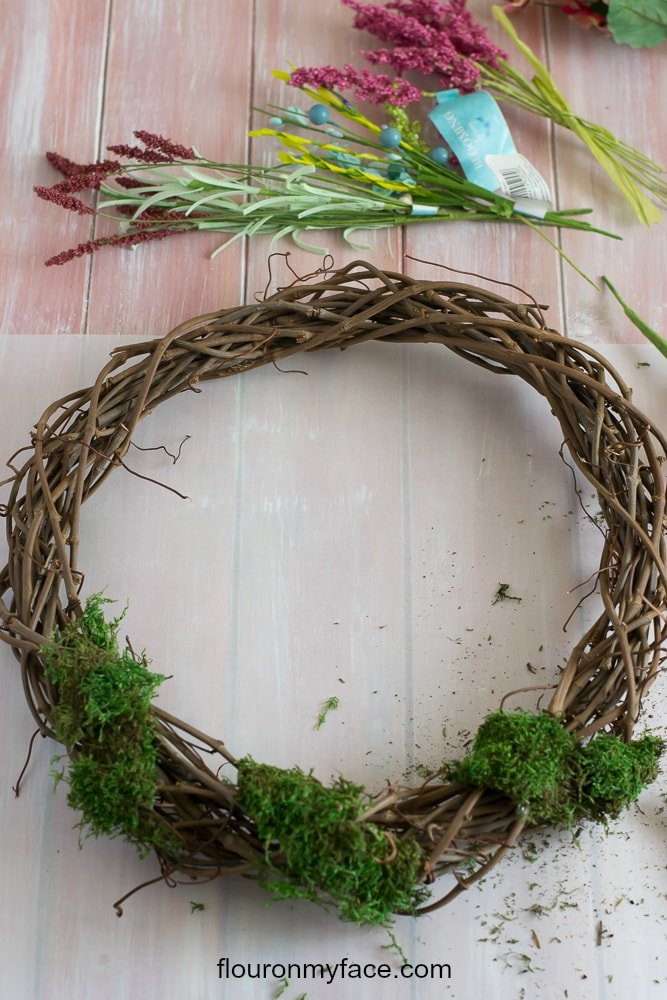 Attaching Moss to a DIY wreath via flouronmyface.com