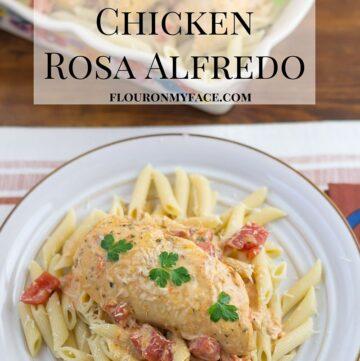 Crockpot recipe: Crock Pot Chicken Rosa Alfredo recipe via flouronmyface.com