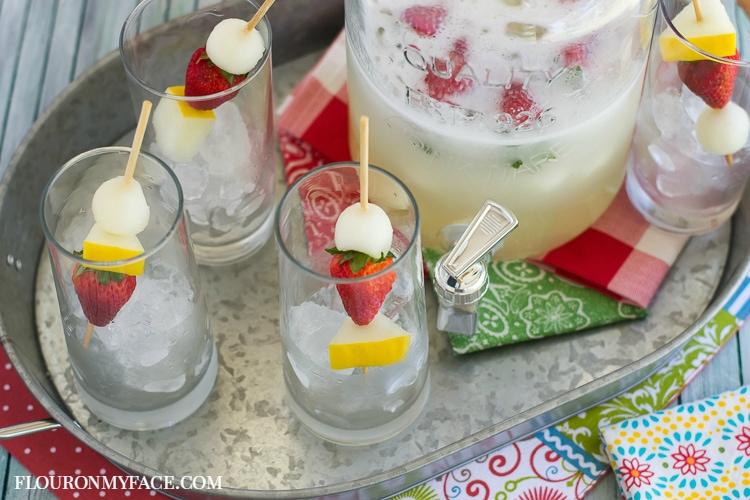 Honeydew Melon Aqua Fresca recipe for the summer grilling season via flouronmyface.com