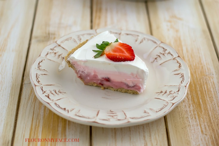 Layered Strawberry Pudding Pie recipe via flouronmyface.com