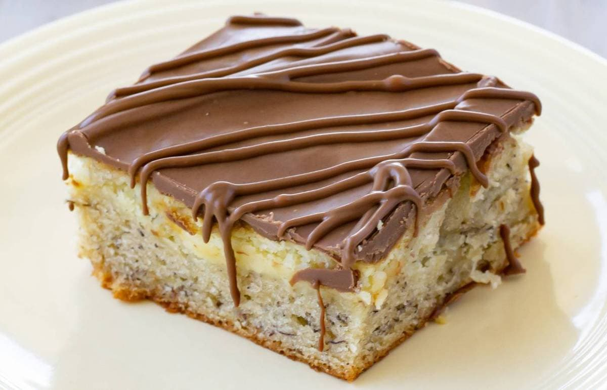 A single banana cheesecake bar on a yellow plate.