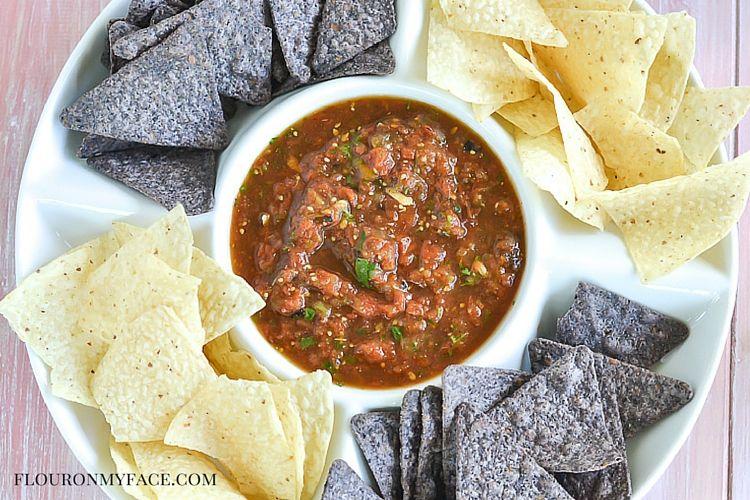 Roasted Tomato Salsa recipe via flouronmyface.com #ad #canitforward