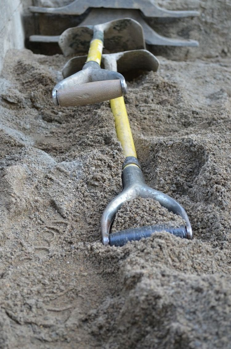 How to Take Care of Garden Tools: Tips on how to take care of your garden hose via flouronmyface.com