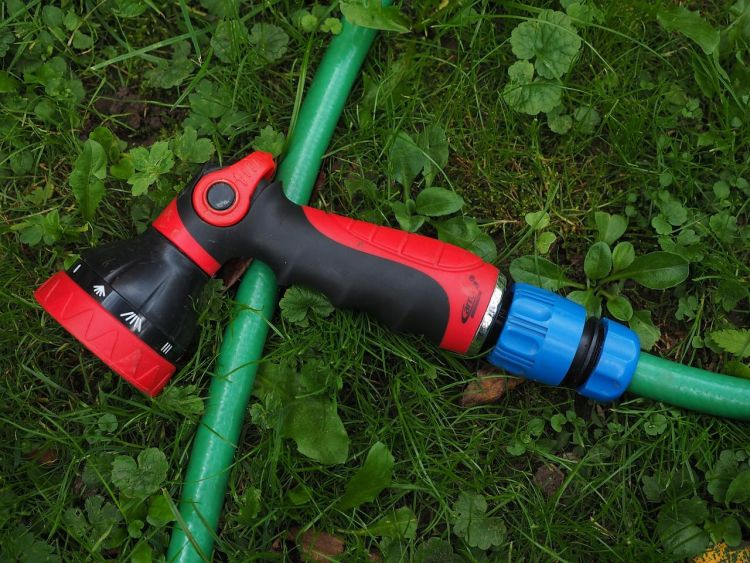 How to Take Care of Garden Tools: Tips for how to take care of your garden hose via flouronmyface.com
